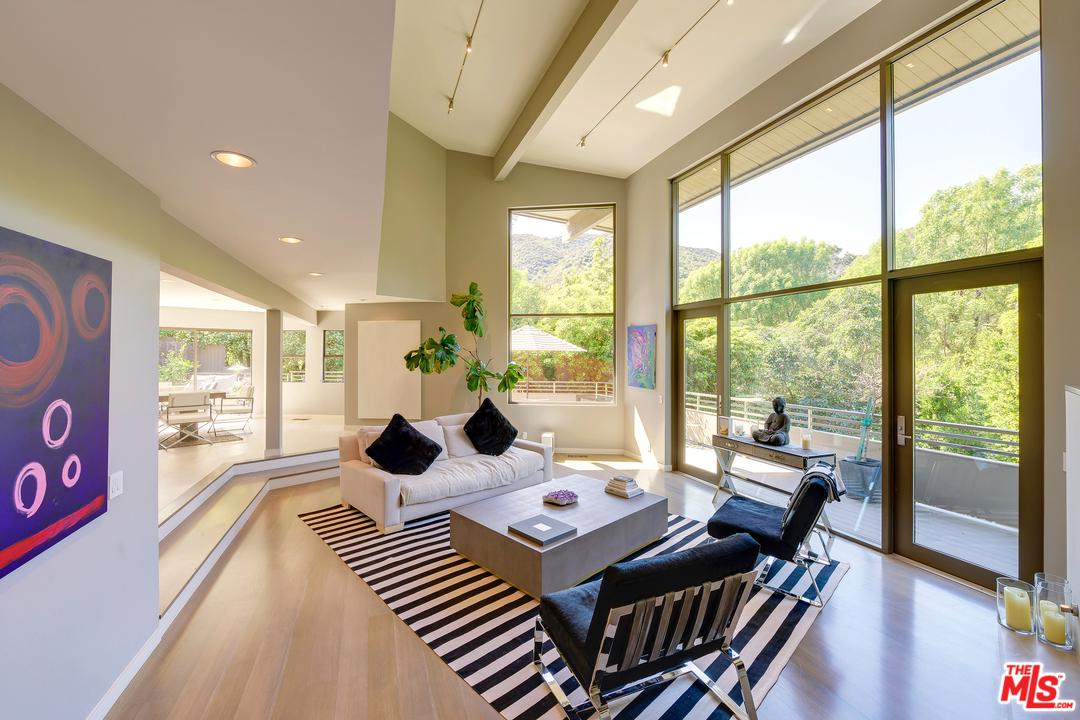 3386 MANDEVILLE CANYON Road - Brentwood, California