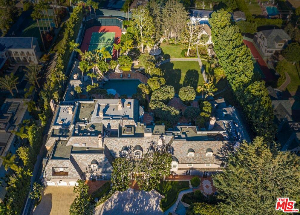 Photo of 808 North REXFORD Drive, Beverly Hills, CA 90210