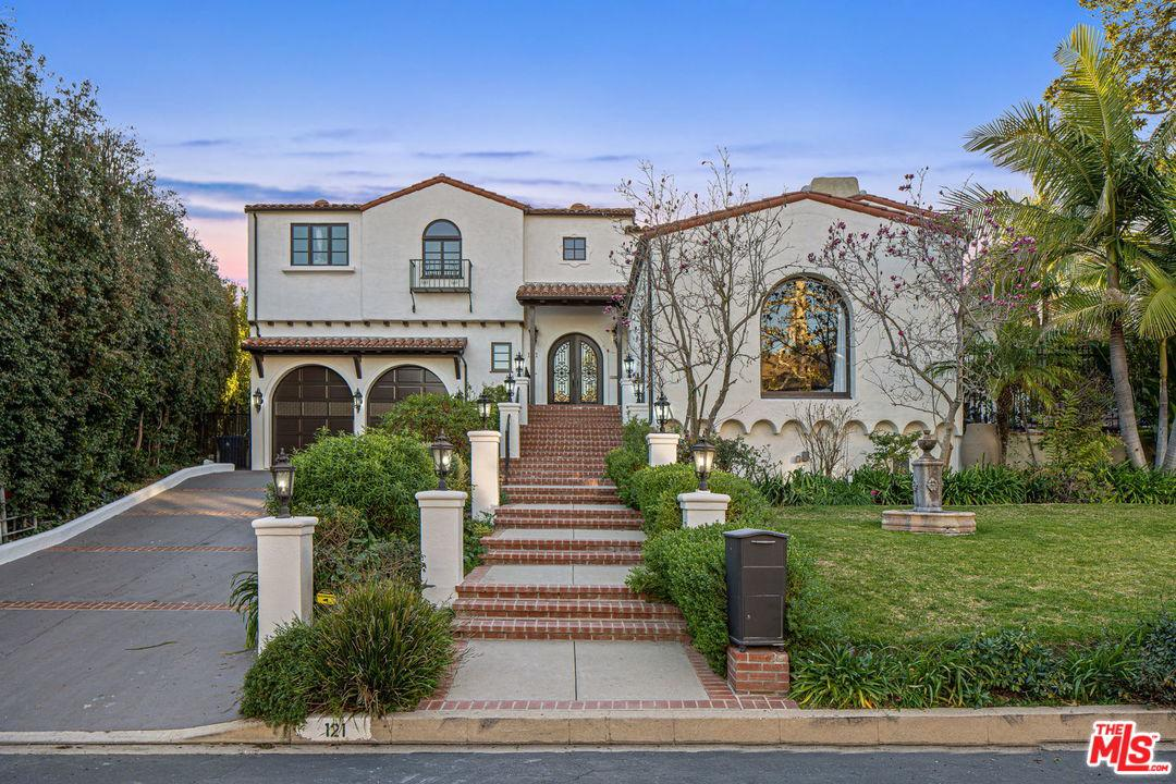 Photo of 121 North GUNSTON Drive, Los Angeles, CA 90049