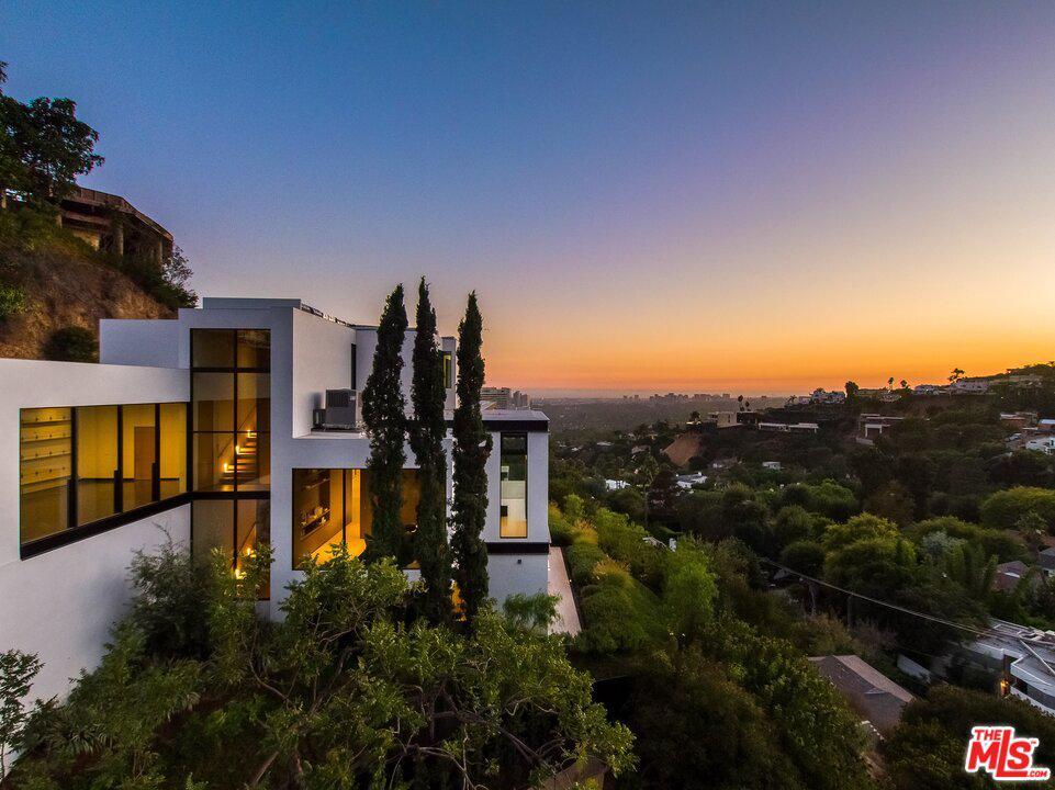 Photo of 9127 THRASHER Avenue, Los Angeles, CA 90069