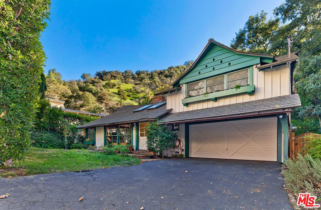 Photo of 9816 EASTON Drive, Beverly Hills, CA 90210