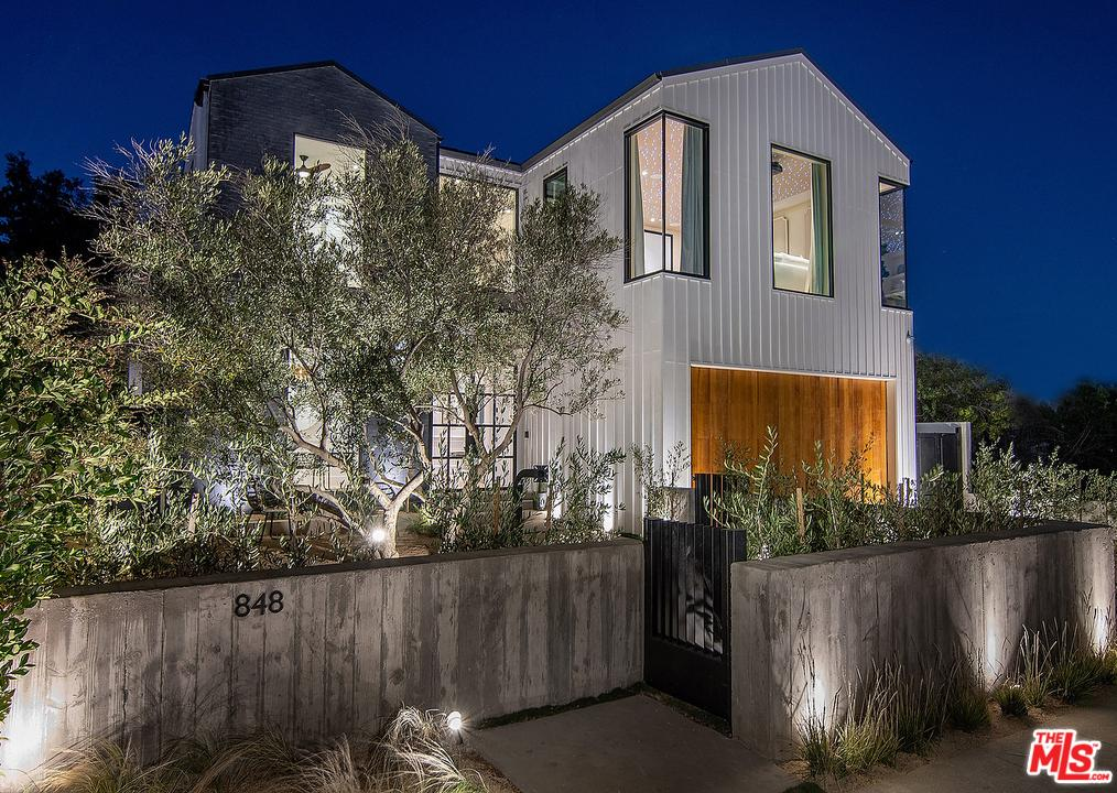 Photo of 848 North GARDNER Street, Los Angeles, CA 90046