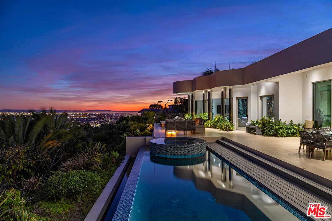 Photo of 440 MARTIN Lane, Beverly Hills, CA 90210