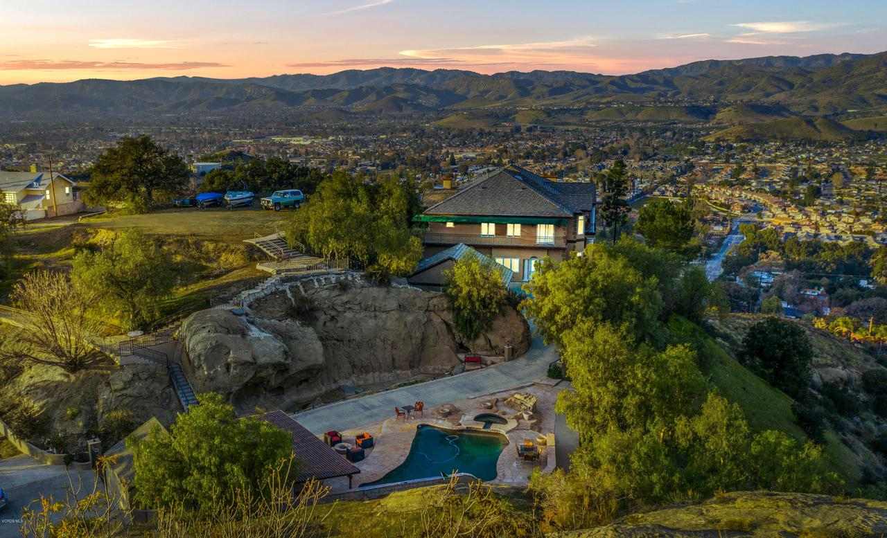 Photo of 840 CROWN HILL Drive, Simi Valley, CA 93063
