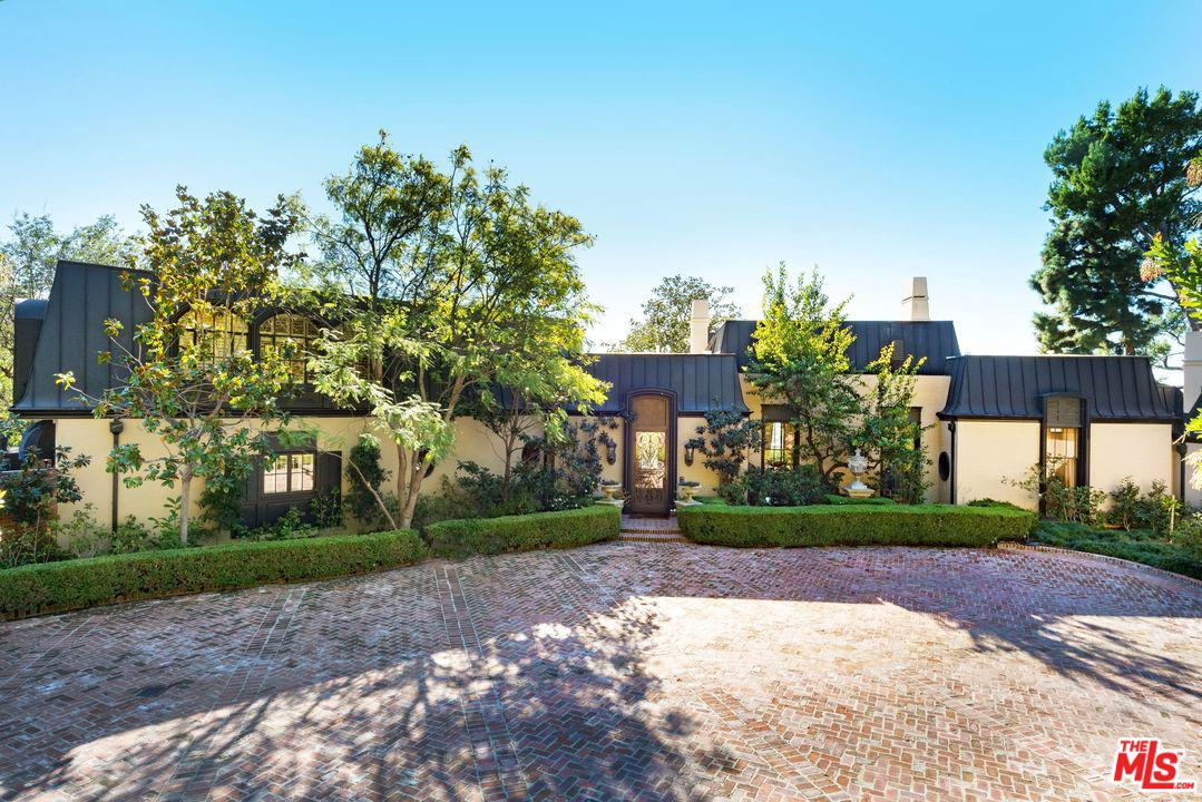 Photo of 1010 North HILLCREST Road, Beverly Hills, CA 90210