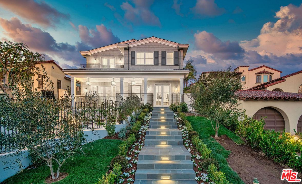 Photo of 1400 WARNALL Avenue, Los Angeles, CA 90024