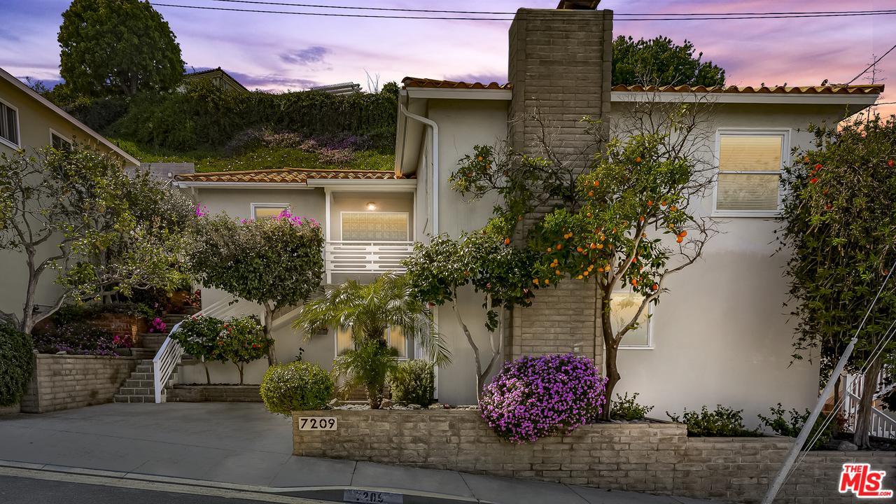 Photo of 7209 EARLDOM Avenue, Playa Del Rey, CA 90293